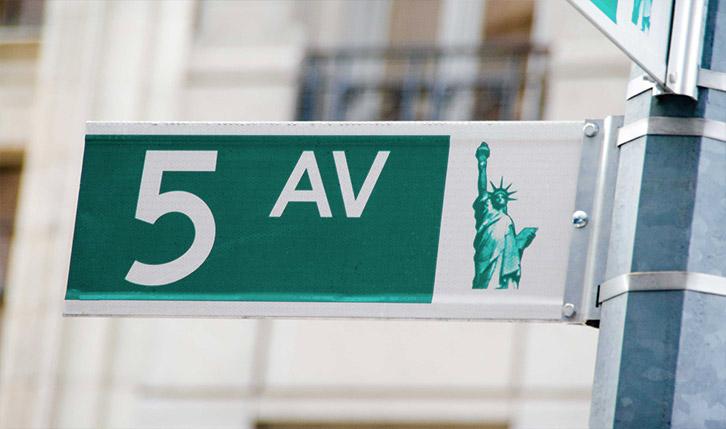 5th Avenue New York street sign