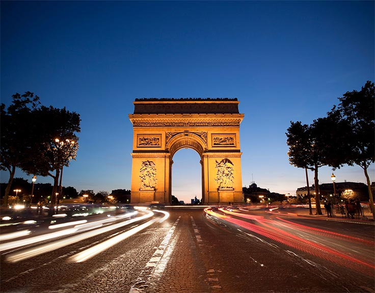 Arc de Triomphe in Paris bei Nacht