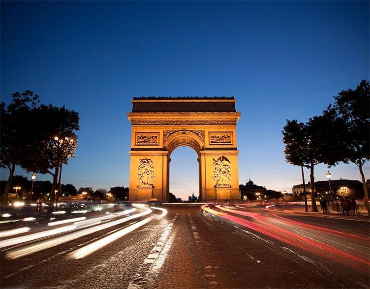 Arco de Triunfo de París de noche