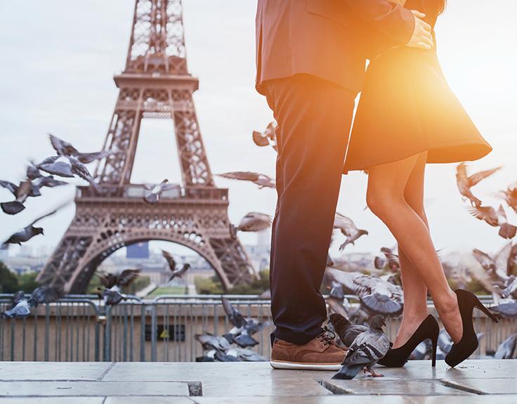 Couple romantique à paris