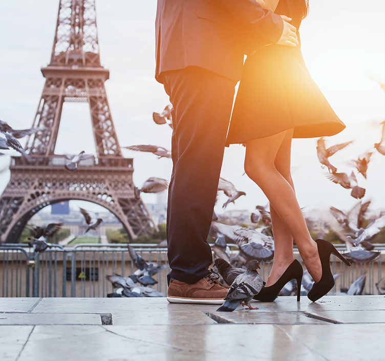 Romantic couple in front of the Eiffel Tower, Paris