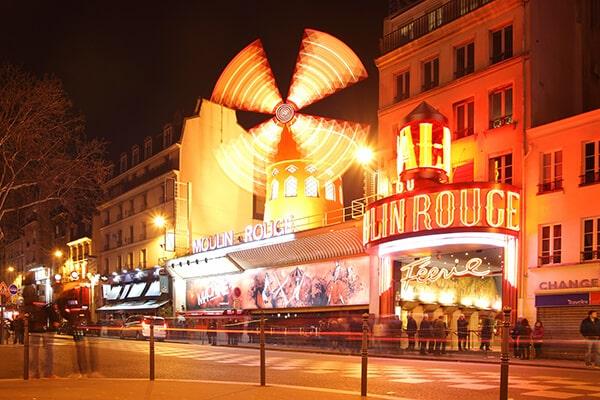 Visite el emblemático Moulin Rouge