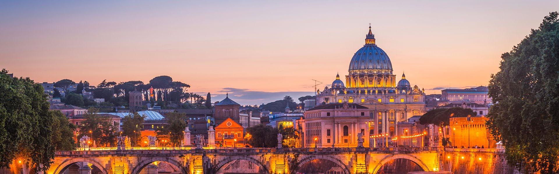 Silueta urbana de Roma con la Basílica de San Pedro