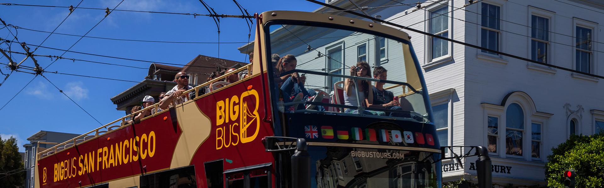 Touristen auf einem Big Bus San Francisco